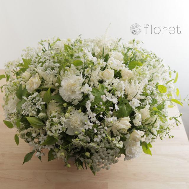 白い小花があふれるフラワーアレンジメント3