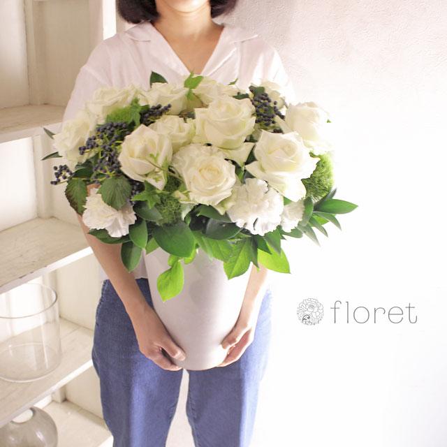 白いバラがメインのロングポットフラワーギフト5