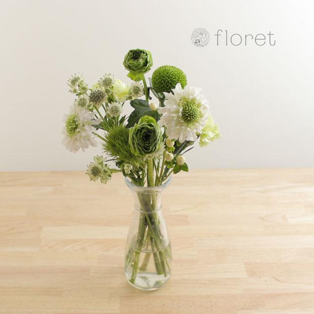 季節の花を入れたご自宅に飾る花(白グリーン)2