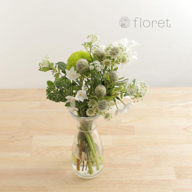 季節の花を入れたご自宅に飾る花(白グリーン)3