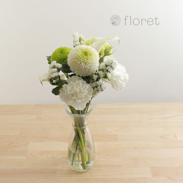 季節の花を入れたご自宅に飾る花(白グリーン)4