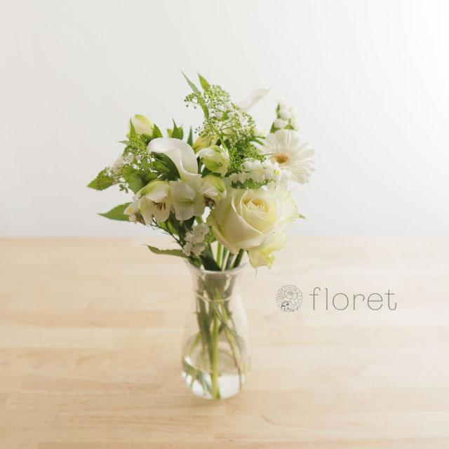 季節の花を入れたご自宅に飾る花(白グリーン)8
